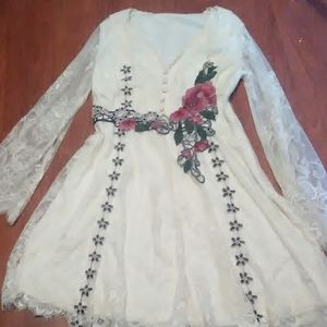 Dresses & Skirts - Lace dress embroidered floral size M